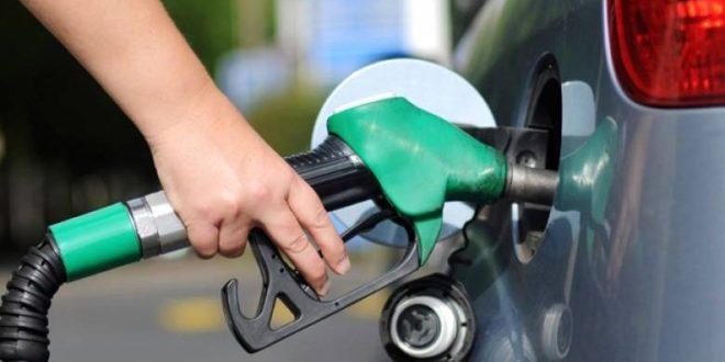 الحكومة تخفض أسعار البنزين 25 قرشاً