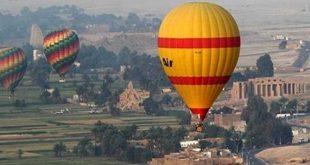 20 رحلة بالون طائر على متنها 400 سائح تحلق فوق معابد الأقصر