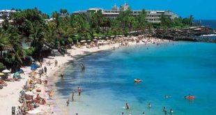 بريطانيا وألمانيا تفتحان ممرات سفر آمنة إلى جزر الكناري رغم تفشى كورونا