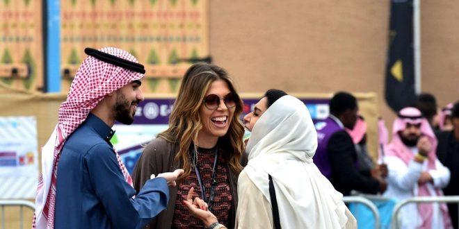 الخطيب لرويترز : السعودية تخطط لاستئناف التأشيرات السياحية بداية 2021