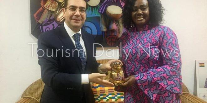السفير المصري في أكرا يبحث التعاون السياحى مع وغانا