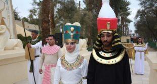 زفاف على الطريقة الفرعونية .. كهنة وحاشية ومراسم اسطورية
