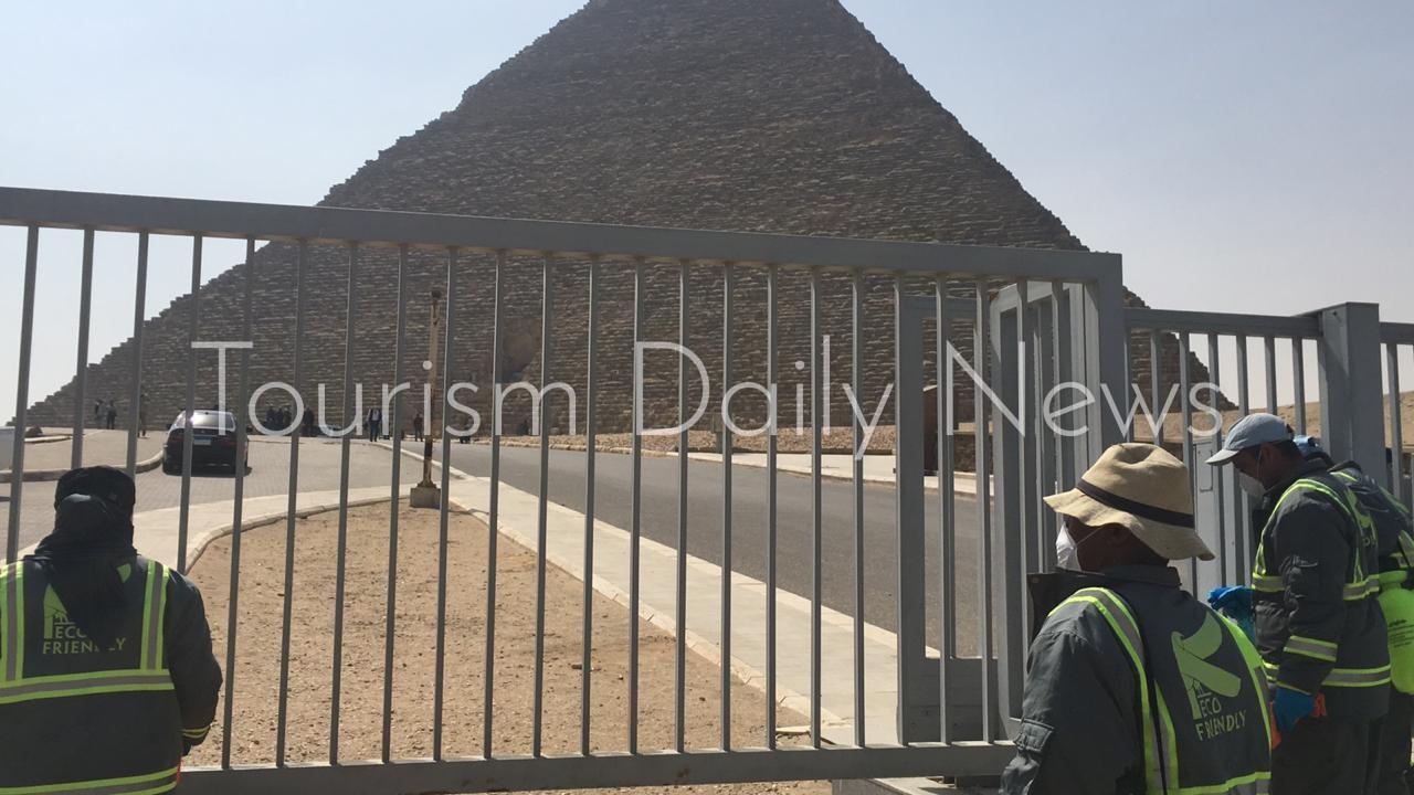 السياحة تعقم وتطهر الأهرامات