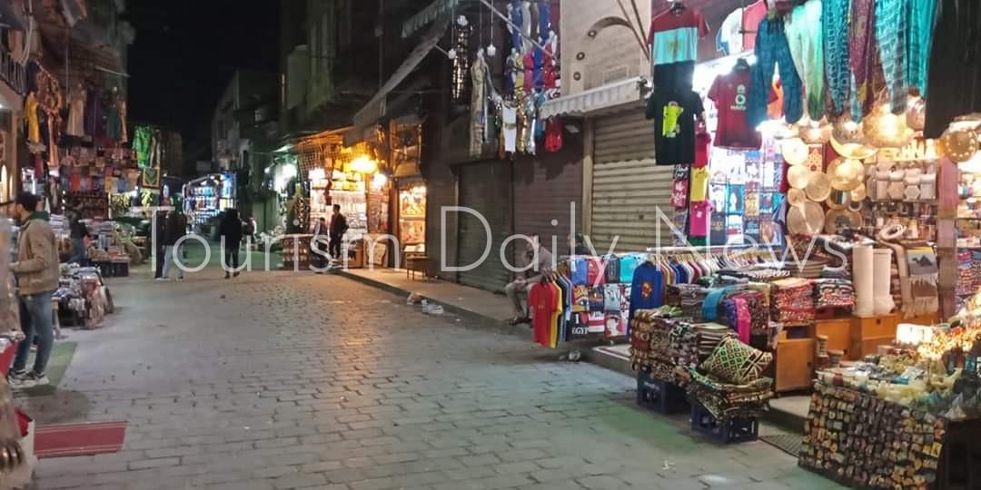 أزمة كورونا تقسو على أصحاب البازارات بسوق خان الخليلى .. بالصور