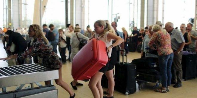 سياح أوكران ومن بيلاروسيا ولاتيفيا يودعون منتجعات البحر الأحمر