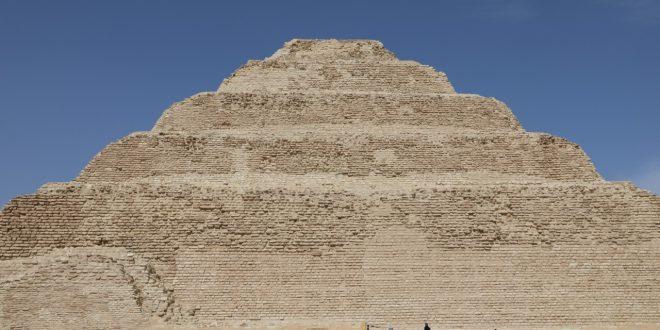 السياحة والآثار تطلق جولة افتراضية للمجموعة الهرمية للملك زوسر