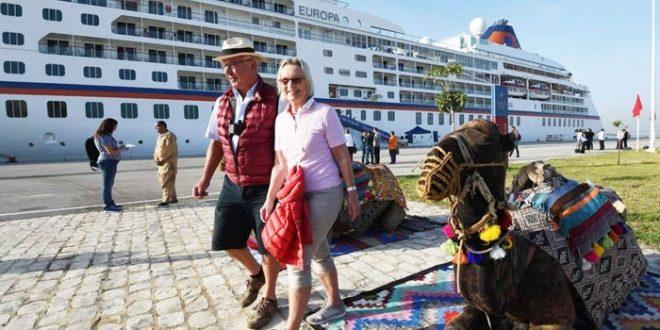 استمرار إغلاق الجزائر للحدود البرية يقلب موازين السياحة التونسية