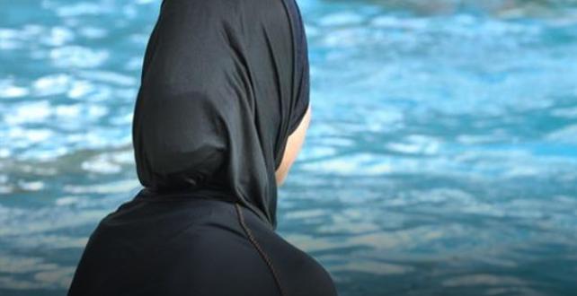 التنمية المحلية تحذر الفنادق لمنع المحجبات من نزول حمامات السباحة والشواطئ