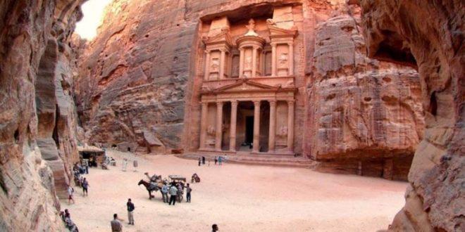 الدخل السياحي للأردن يتراجع 48% خلال الشهور الخمسة الأولى من العام الحالي