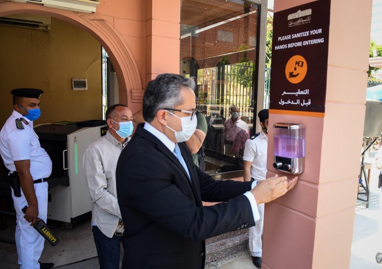 العناني .. إعادة فتح المتاحف يبعث رسالة للعالم باستعداد مصر لاستقبال السياحة