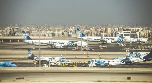المطارات المصرية تستقبل 6 رحلات من الكويت تقل 870 عاملا من العالقين