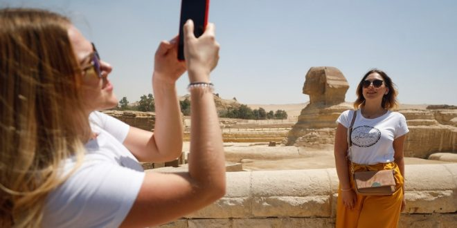 بي بي سي .. مصر تسعى لإنعاش السياحة والخروج من أزمة كورونا بأقل الأضرار