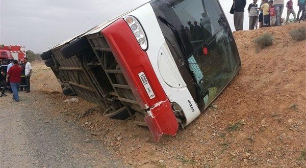 حافلة سياحية تنقلب في مقاطعة ألبرتا الكندية