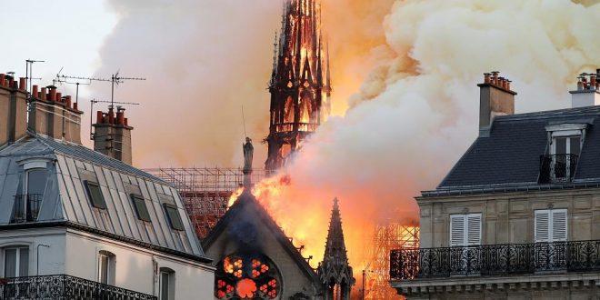 حريق ضخم في كاتدرائية فرنسية يعيد للأذهان كارثة نوتردام