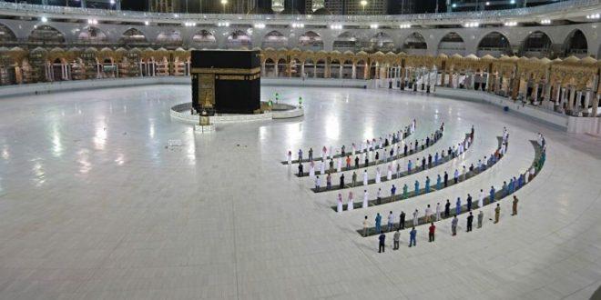 المسجد الحرام يستقبل أول أفواج المعتمرين بعد عودة العمرة تدريجيا .. غداً