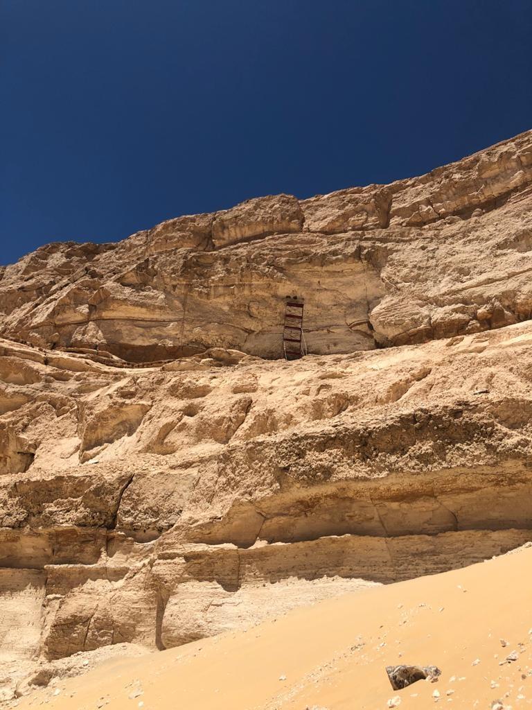 كشف آثري جديد بمنطقة الهضبة الصحراوية غرب أبیدوس