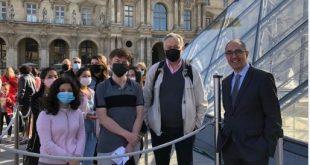 متحف اللوفر يعيد فتح أبوابه أمام الجمهور بعد 4 شهور من الإغلاق