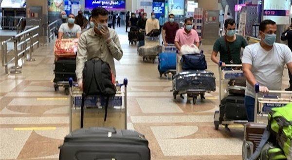 مغادرة 1060 من العالقين المصريين في الكويت الى محافظات