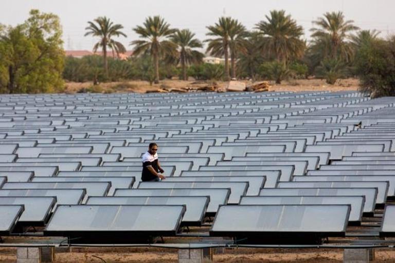 أول زجاجة مياه من الهواء تنتج من صحراء دبي