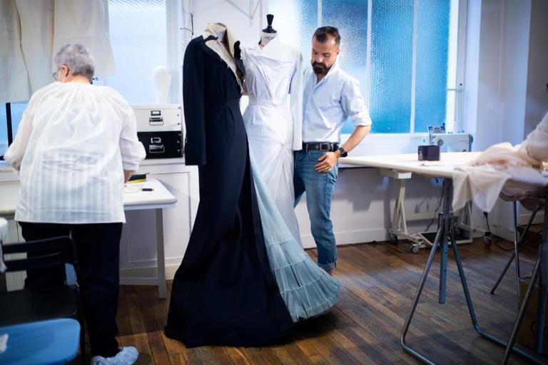باريس تطلق أسبوع الموضة لأول مرة دون عروض بسبب فيروس كورونا