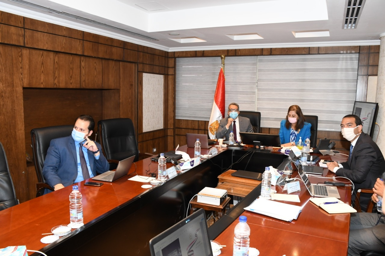 3 وزراء يبحثون تطوير مجمع التحرير وتحويله إلى أنشطة ثقافية وفندقية وتجارية