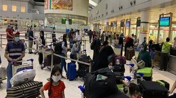 745 من العالقين المصريين في الكويت غادروا إلى محافظتي القاهرة وسوهاج