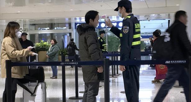 الصين تشترط على المسافرين الوافدين إليها شهادة خلو من الإصابة بكورونا