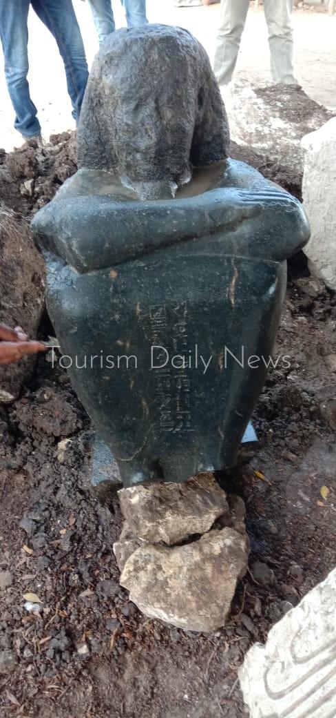 الآثار تكشف تفاصيل العثور على تمثال لأحد كهنة الإله حتحور بمنطقة ميت رهينة