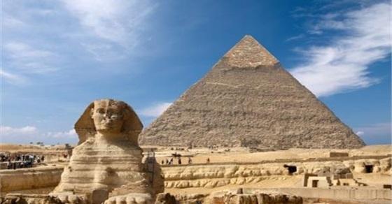 الأمين العام لمنظمة السياحة العالمية يزور الاهرامات والمتحف المصري الكبير