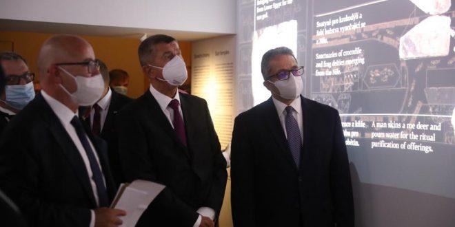 العناني ورئيس الوزراء ووزير الثقافة التشيكي يفتتحون معرض ملوك الشمس ببراغ
