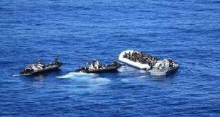 بريطانيا تدرس منع قوارب المهاجرين في القنال الإنجليزية