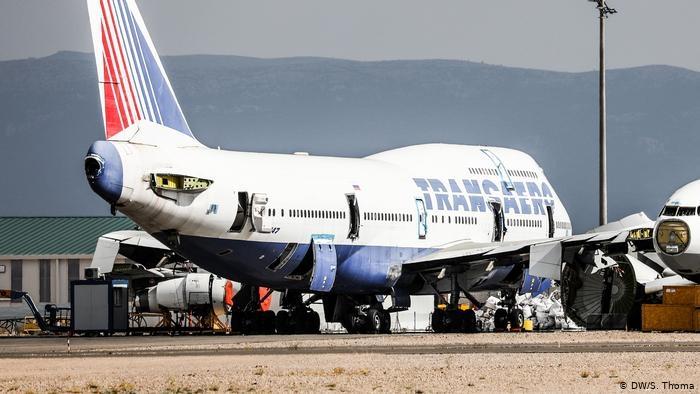 بوينج وإيرباص نهاية حزينة .. هبوط سريع لأكبر طائرتين في العالم