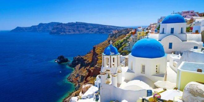 عائدات السياحة تنهار في اليونان للشهر الرابع علي التوالي