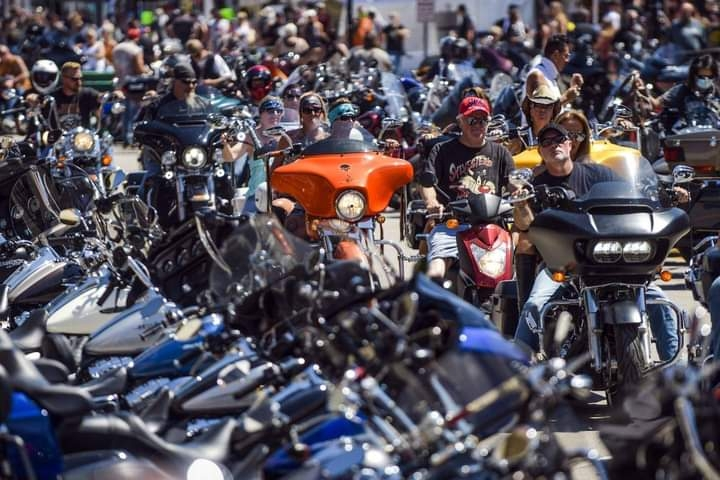 مئات الآلاف من سائقي الدراجات النارية يتجمّعون في ولاية ساوث داكوتا