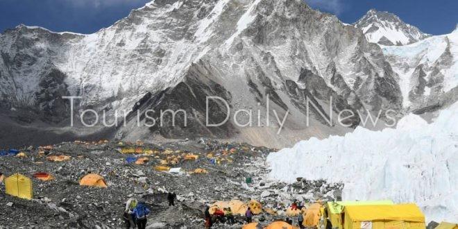 نيبال تعيد فتح إيفرست أمام السياح رغم غموض مستقبل كورونا