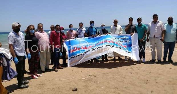 رفع 1.5 طن مخلفات من شواطئ سفاجا بمشاركة مركز شباب المدينة والفنادق