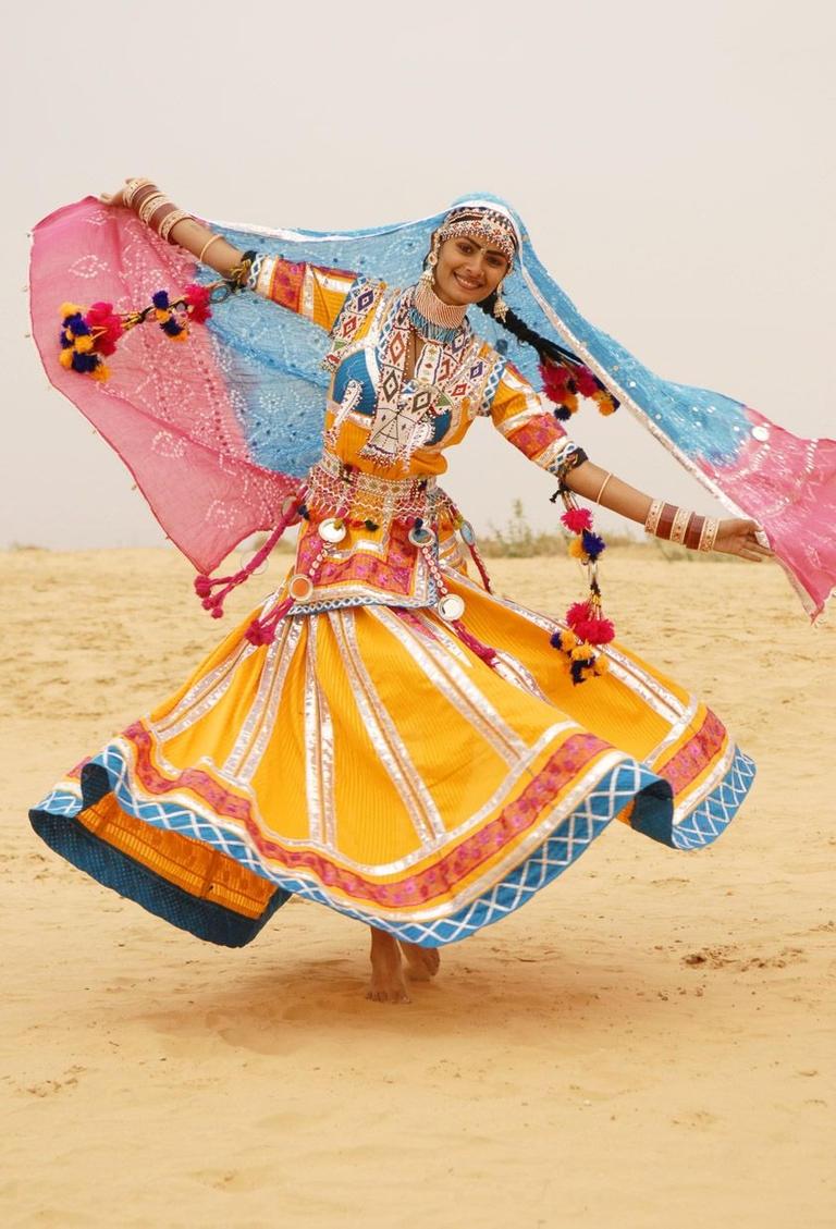 بالصور... تعليم رقصة الأفعى عبر الإنترنت بسبب فيروس كورونا