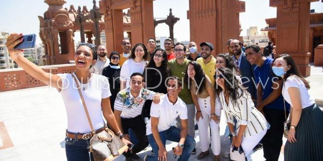 السياحة والهجرة تنظمان زيارة لشباب الدراسين فى الخارج إلى قصر البارون