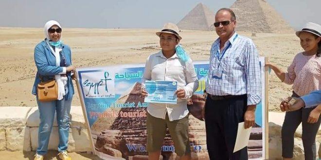 السياحة تكرم اطفال مبادرة بلدنا الحلوة الفائزين بمسابقة رسم أهرامات الجيزة
