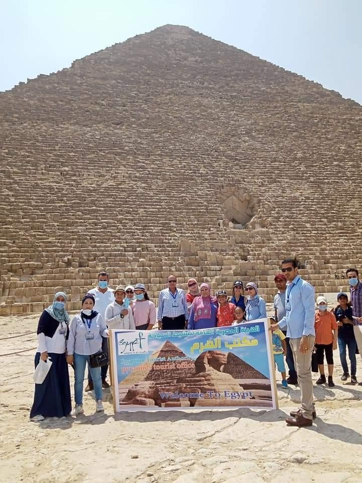 السياحة تكرم اطفال مبادرة بلدنا الحلوة الفائزين بمسابقة رسم أهرامات الجيزة1