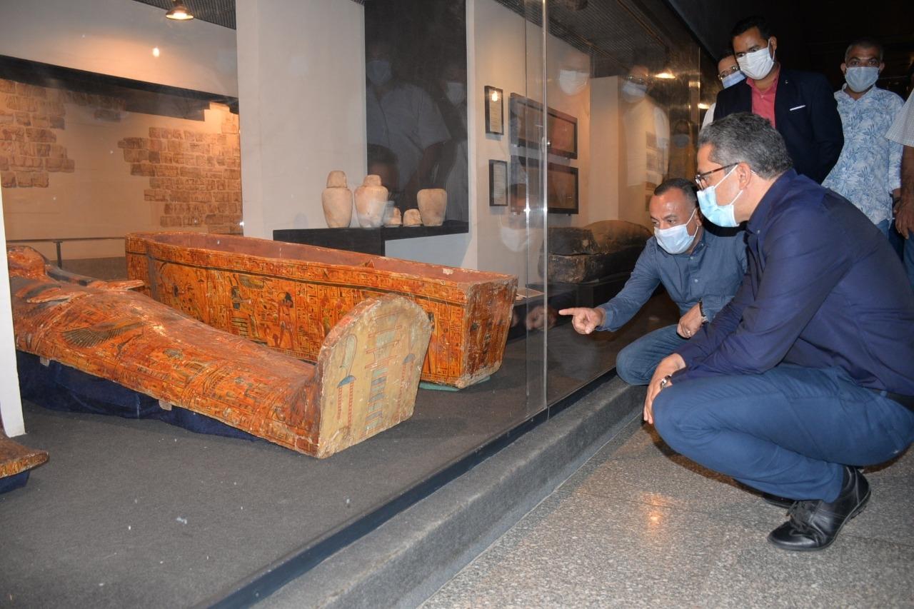 العناني يتفقد قطع آثار متحف الأقصر المنقولة منتونة الجبل والمتحف المصري4