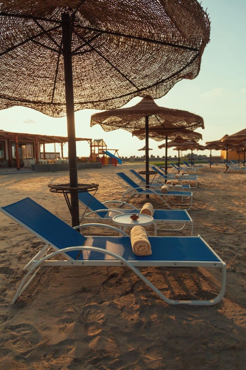 قطاع الأعمال .. افتتاح المنطقة الشاطئية لفندق اللسان برأس البر بعد تطويرها22