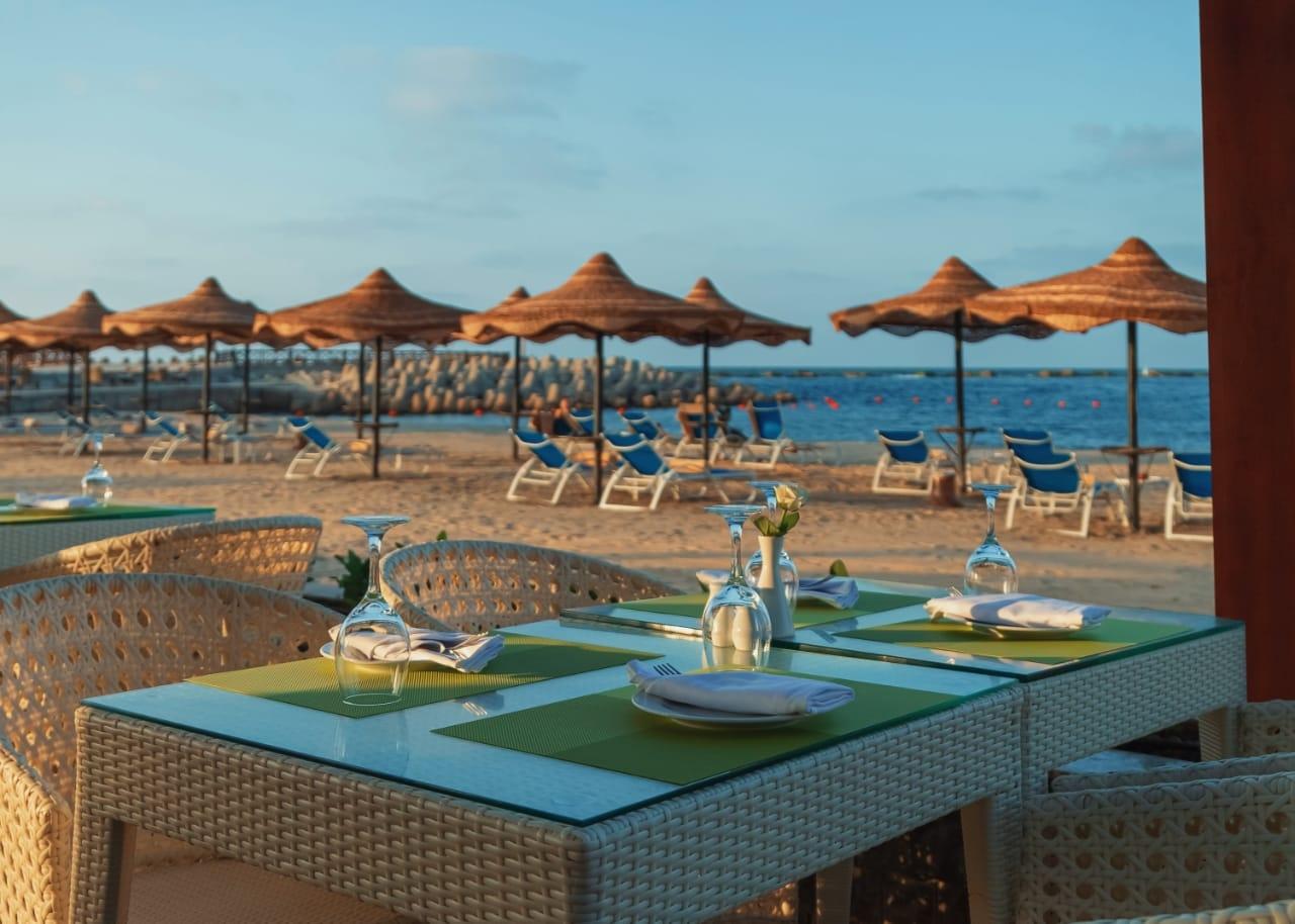 قطاع الأعمال .. افتتاح المنطقة الشاطئية لفندق اللسان برأس البر بعد تطويرها2