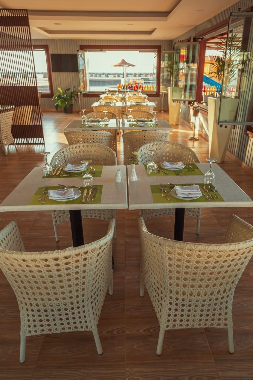 قطاع الأعمال .. افتتاح المنطقة الشاطئية لفندق اللسان برأس البر بعد تطويرها3