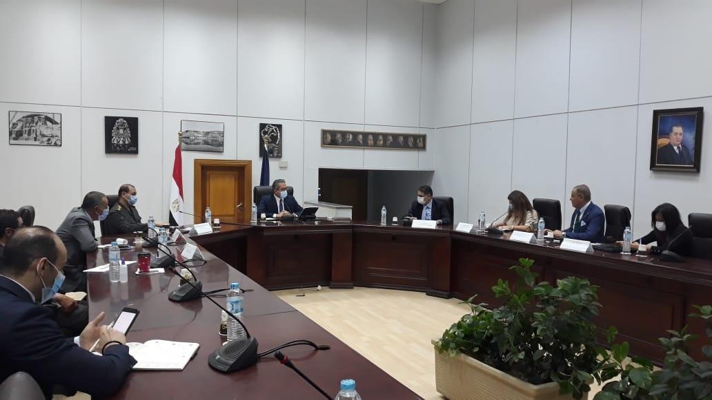 وزير السياحة والآثار يناقش الاستعدادات النهائية لموكب المومياوات الملكية1