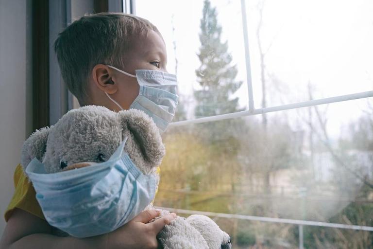 أعداد وفيات كورونا تقترب من المليون .. والكشف عن أسباب توقف تجارب اللقاح