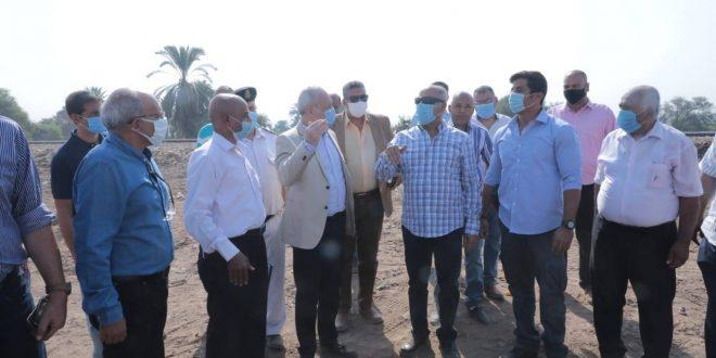 """""""الوزير"""" يتفقد مشروع محور شمال الأقصر ويوجه بسرعة تنفيذه لخدمة السياحة"""