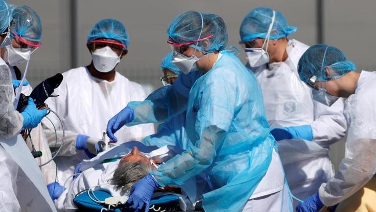 أعداد وفيات كورونا تقترب من المليون .. والكشف عن أسباب توقف تجارب اللقاح4