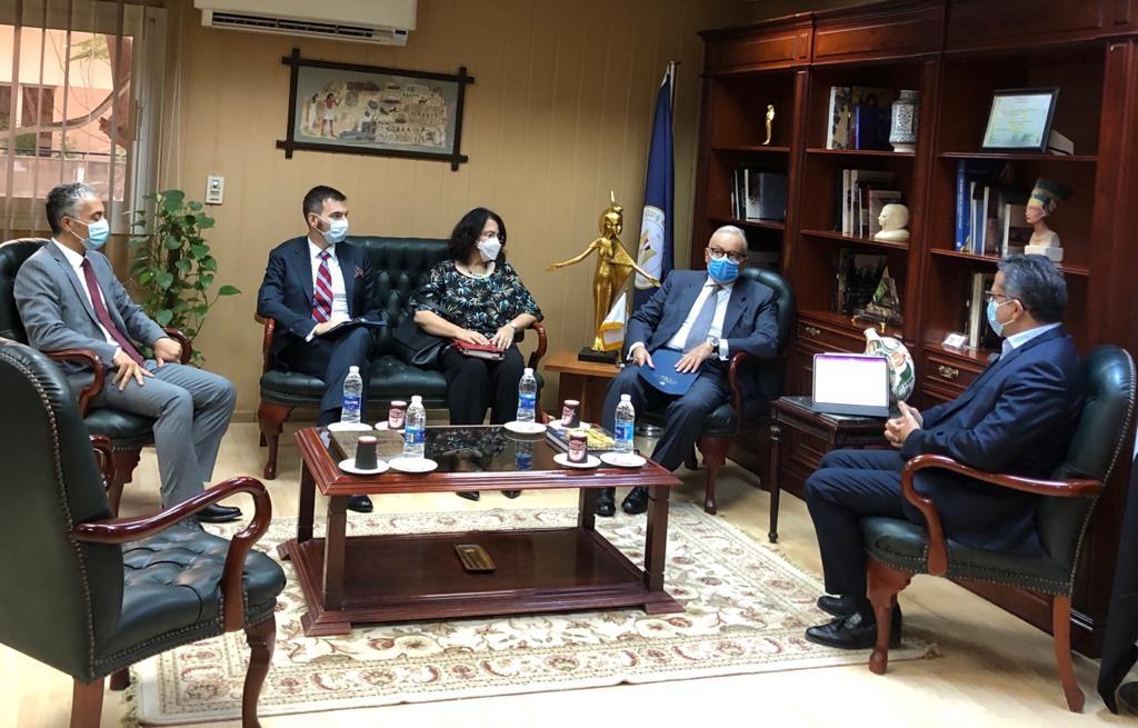 العناني يستقبل سفير ايطاليا بالقاهرة لبحث تعزيز التعاون الآثري والسياحي