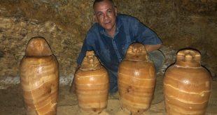 الكشف عن مقبرة مشرف الخزانة الملكية بادى است بها تماثيل حجرية بتونا الجبل